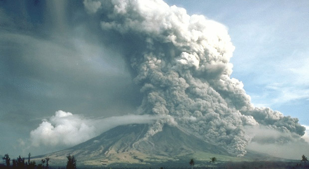 authorities evacuate area around mount agung volcano following earthquake