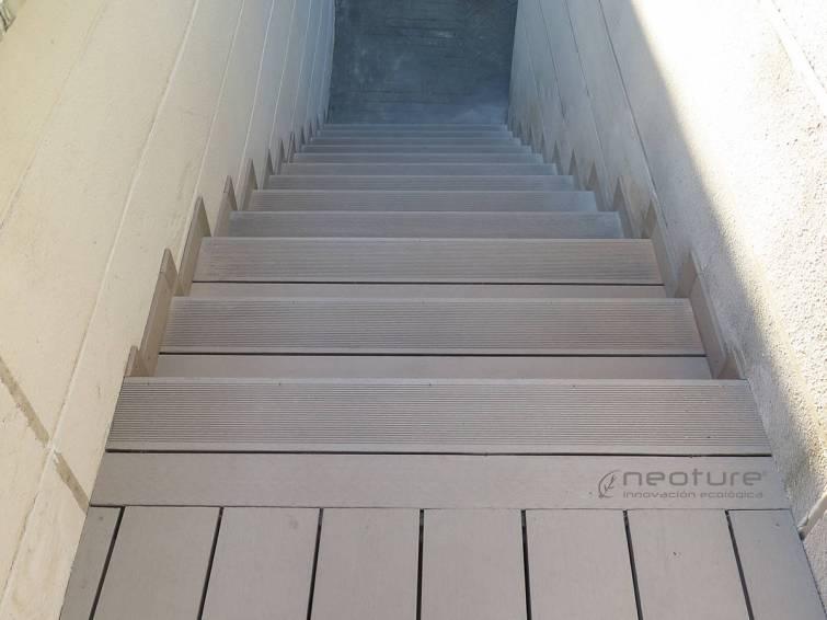 tarima madera escaleras sand