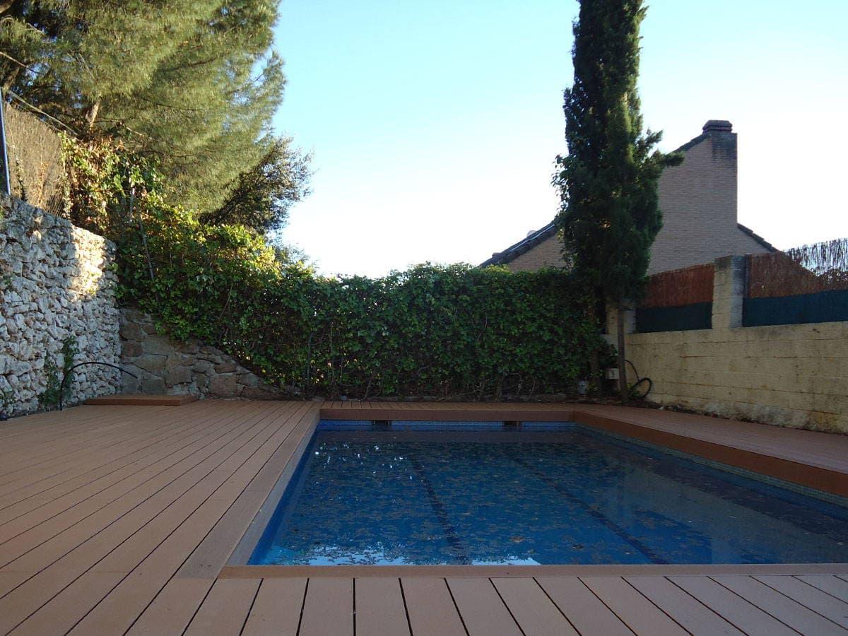 Tarima exterior de madera sintética sin mantenimiento para piscinas