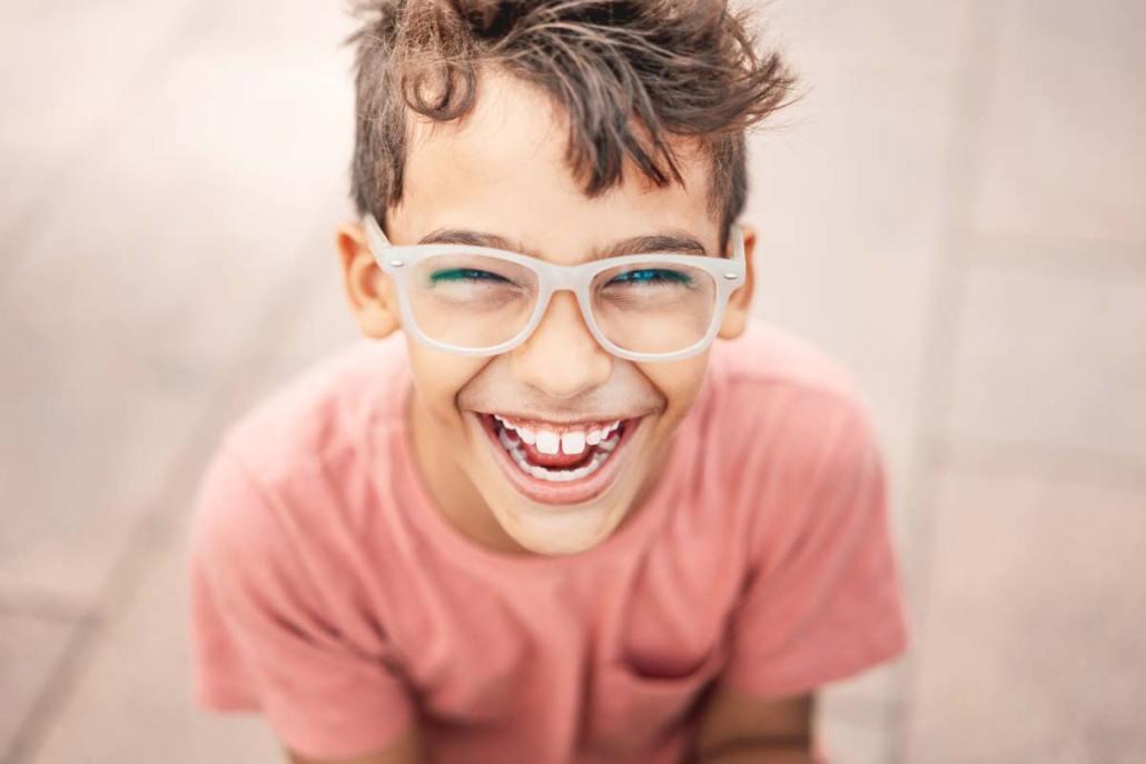Rientro a scuola: consigli per bambini e ragazzi che portano gli occhiali