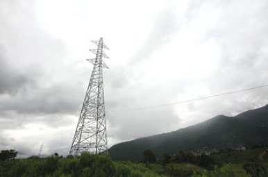 BIKRAM RAI THE WIRELESS: NEA's Thankot-Bhaktapur 132kV transmission line has been stuck for nine years because of compensation demands. This pylon is in Chobar.