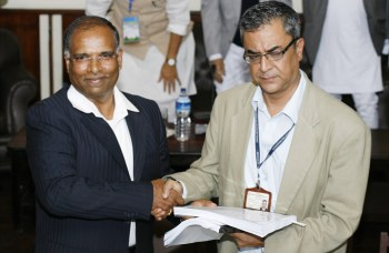 RB Seson (left), the vice-chairman of GMR-ITD consortium, and Chief Executive Officer of Investment Board Nepal Radhesh Pant, at the signing ceremony of the Project Development Agreement (PDA) for the Upper Karnali hydroelectric project in Singha Durbar, Kathmandu, on Friday. (RSS/ Kumar Shrestha)
