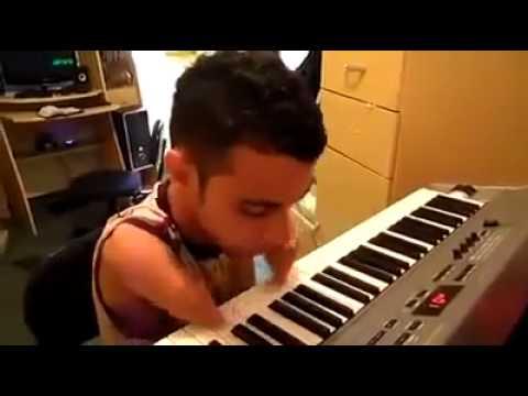 Inspiring Handless Piano Player