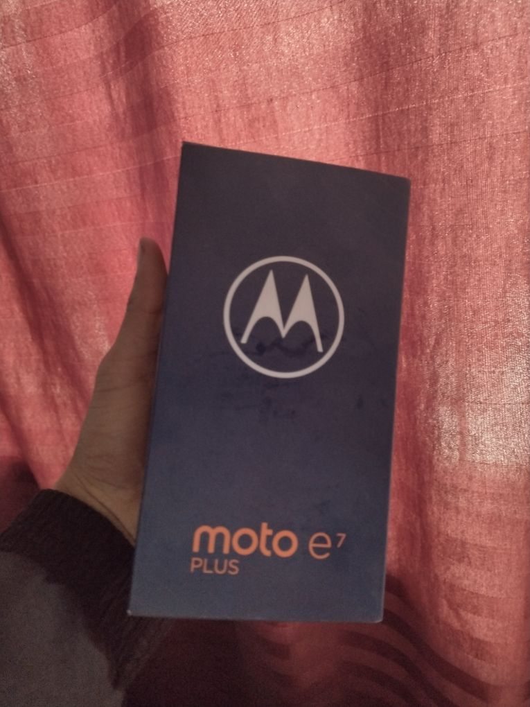 moto-e7-plus-box