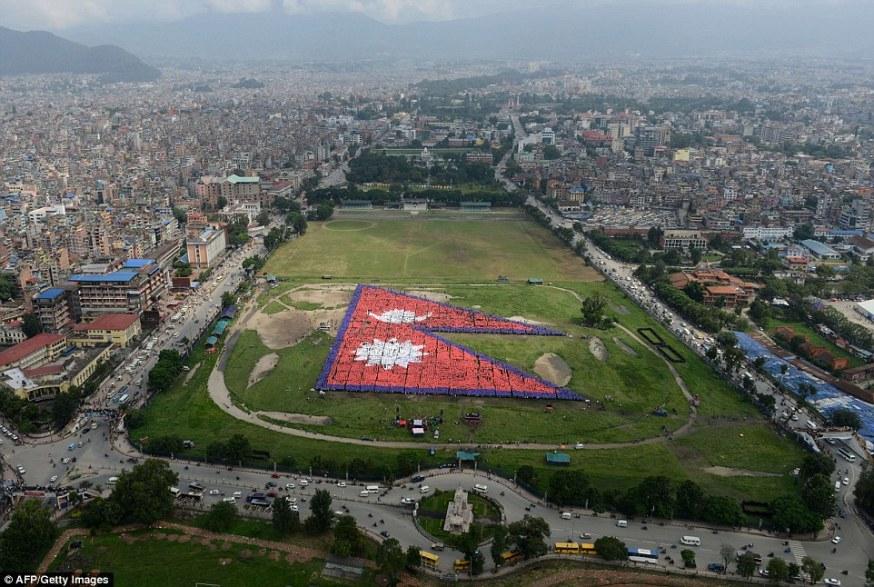 largest-human-national-flag-afp