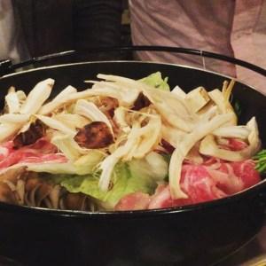 【Instagram】おはようございます。一昨日夜、渋谷のおんどる改め裏渋屋で食べたイベリコ豚&松茸すき焼きが美味しかったので、Instagramに動画アップ。松茸が投入されるのを見ると、また行きたくなってしまいます(^o^)。 裏渋屋は昨日もTVで取り上げられてたし、来週もオンエアされる予定なので楽しみ。食べすぎたので、今日は午後からジムで体を動かしてきます。エアロ75分持つかなぁ^^;。 今日もよろしくお願いします(^^) #イベリコ豚 #すき焼き #松茸 #裏渋谷