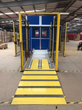 Infeed Ramp on a dual carriage pallet lift