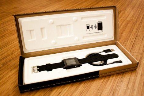 Beautifully elegant packaging. I love the minimal feel to it.