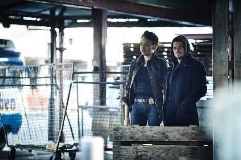 """HUNTERS -- """"Messages"""" Episode 102 -- Pictured: (l-r) Britne Oldford as Allison Regan, Nathan Phillips as Flynn Carroll -- (Photo by: Ben King/Syfy)"""