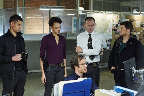 """HUNTERS -- """"Messages"""" Episode 102 -- Pictured: (l-r) Mark Coles Smith as Dylan Briggs, Britne Oldford as Allison Regan, Gareth Davies as Jules Callaway, Lewis Fitz-Gerald as Truss Jackson, Nathan Phillips as Flynn Carroll -- (Photo by: Narelle Portanier/Syfy)"""