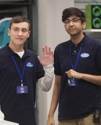 Sam e Zahid a lavoro