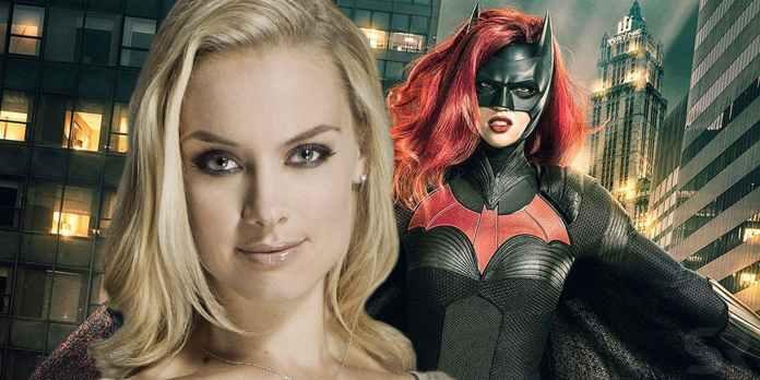 batwoman rachel skarsten villain nemico pilot serie tv dc the cw alice kane