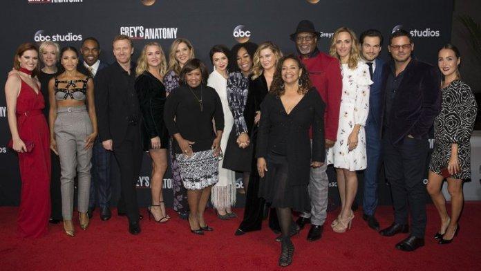 Grey's anatomy cast shonda rhimes abc stagione 16 rinnovo medical drama
