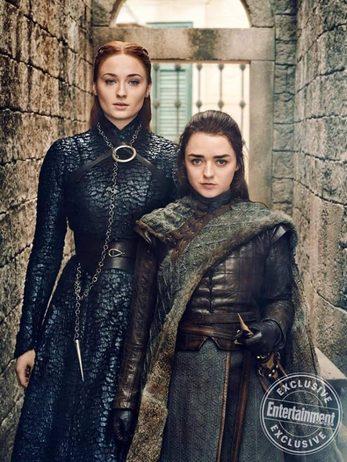 Sansa (Sophie Turner) e Arya Stark (Maisie Williams) in Game of Thrones