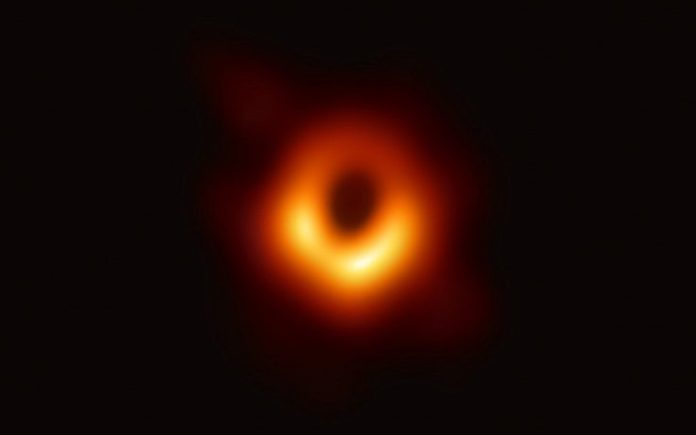 Buco Nero M87 Event Horizon Telescope