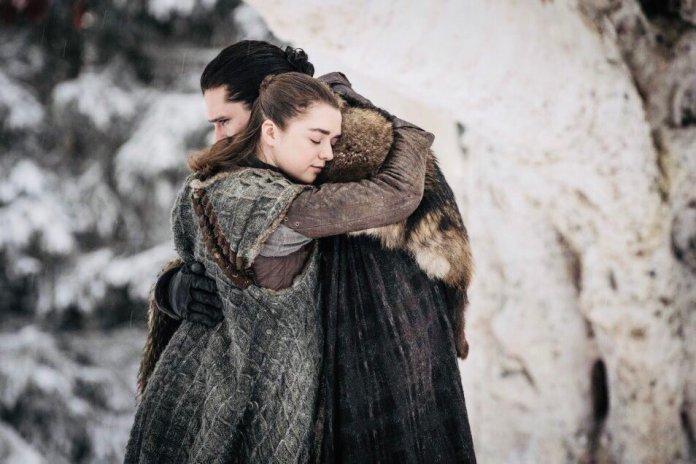 L'abbraccio tra Arya Stark e Jon Snow - Game of Thrones
