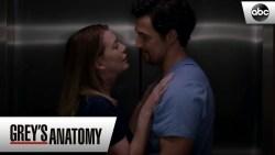 """Grey's Anatomy 16: iniziate le riprese ed ecco anche una prima """"romantica"""" foto dal set della nuova stagione"""