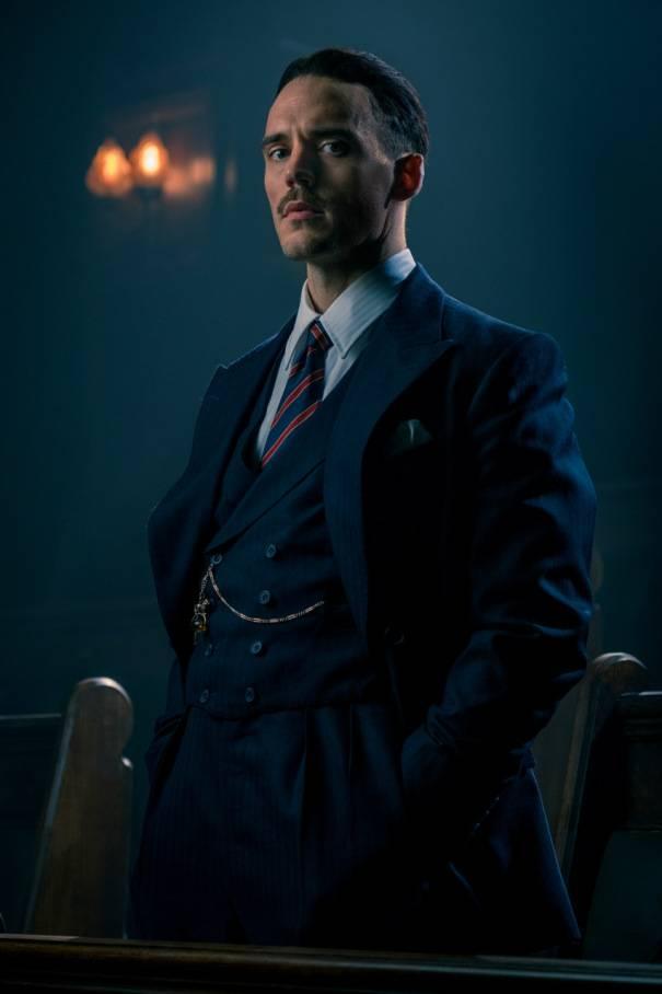 sam claflin entra insieme a cillian murphy nella quinta stagione per peaky blinders 5 della bbc e netflix svela la data di uscita in italia