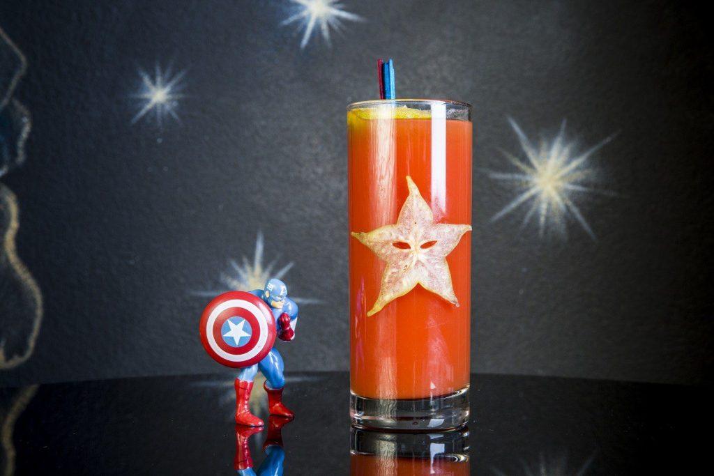 Sentinel of Liberty, il drink ispirato a Captain America in Avengers: Endgame de I Maestri del Cocktail Nerd&Geek NerdPornFood