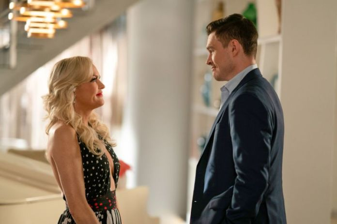 elaine hendrix and sam underwood in dynasty the british are coming