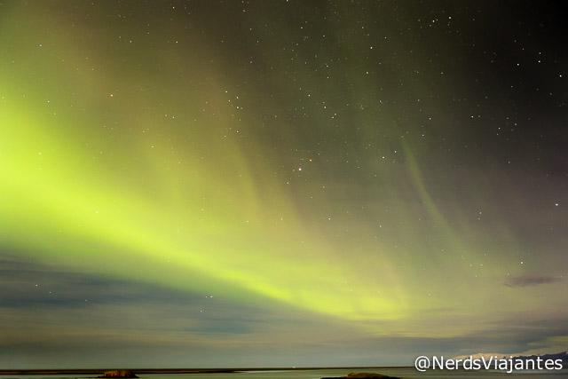 Aurora boreal na região de Hofn, na Islândia