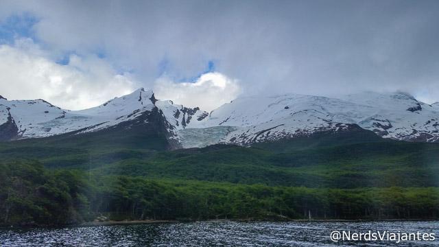 Glaciar Huemul, no meio das montanhas ao redor do Lago del Desierto - Patagônia Argentina