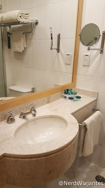 Banheiro do quarto do Hotel Slaviero Executive Guarulhos - São Paulo