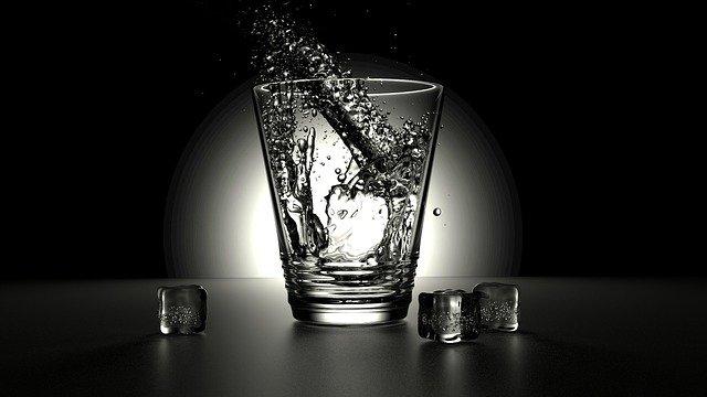 αλκαλικό νερό Kangen vs αλκαλικό νερό εμπορίου