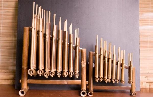alat musik daerah angklung