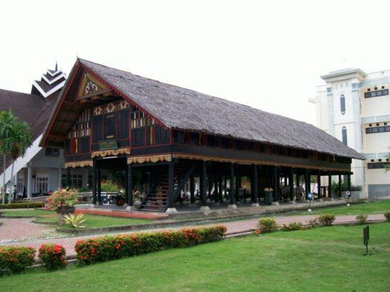 Rumah Adat Lamin Kalimantan Timur