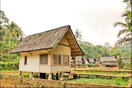 Rumah Adat Tagog Ajing