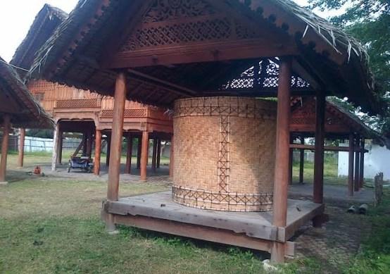 Lumbung Padi Rumah Adat Aceh