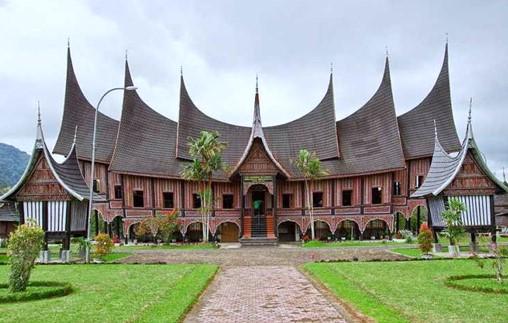 Rumah Adat Sumatera Barat (Rumah Gadang)