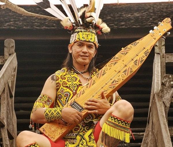 Alat Musik Kalimantan Timur Sapeq