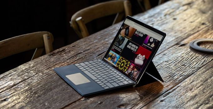 Fitur 'Eye Contact' di Surface Pro X