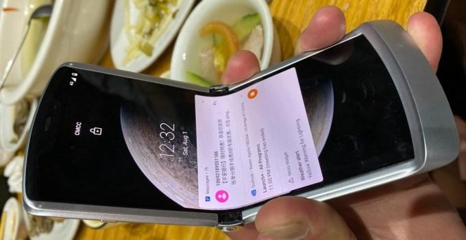 Ponsel lipat Moto Razr