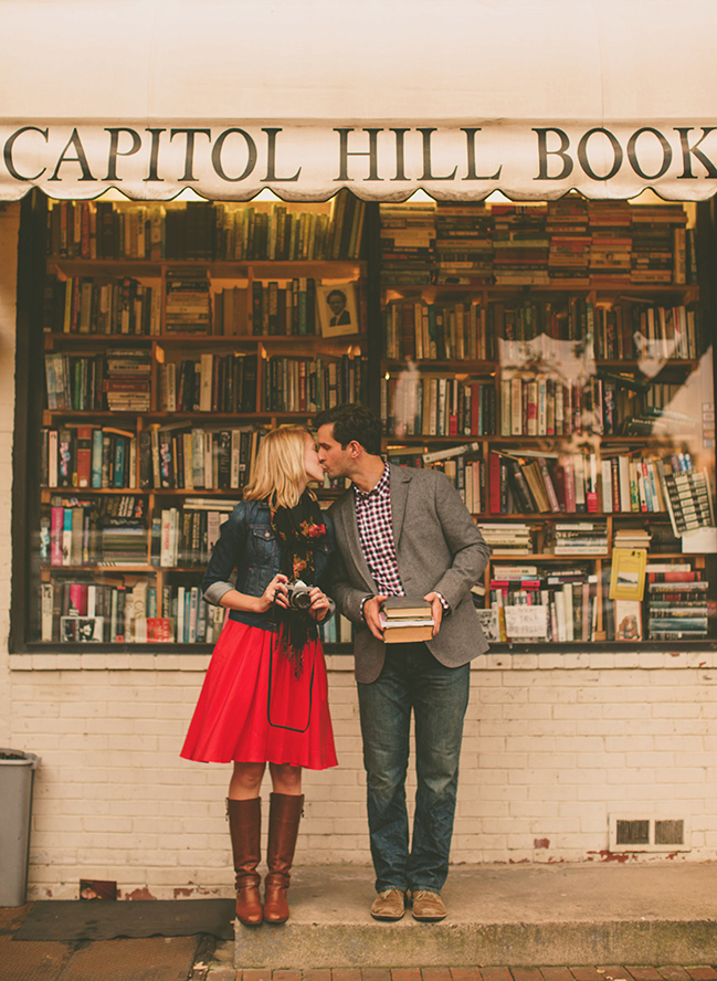 In a Thousand Words: 8 Epic Engagement Shots- Bibliophile Engagement on earlyivy.com