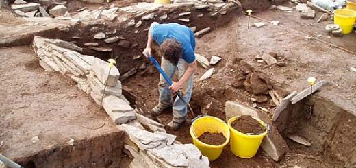 Ian removes the last of the fill from the robber trench along the east wall of Structure 12.