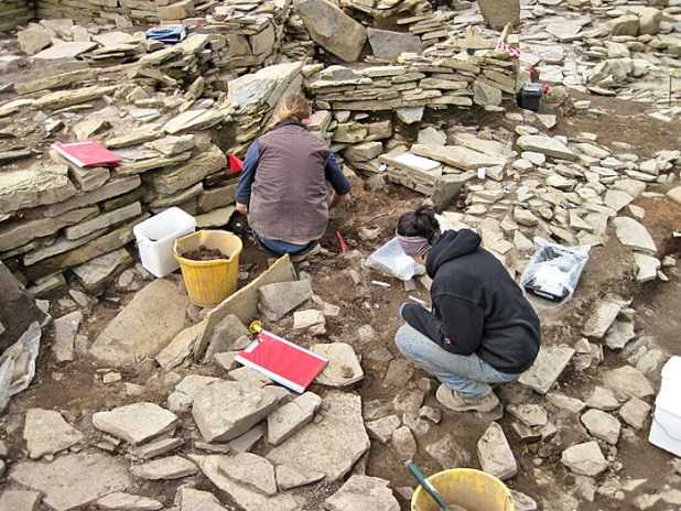 Alice and Owain start to disentangle wall lines emerging in the Central Midden Area.