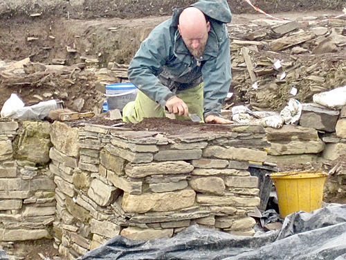 Mike starts to dismantle the remnants of the south-western inner buttress of Structure Ten, relating to its secondary phase.