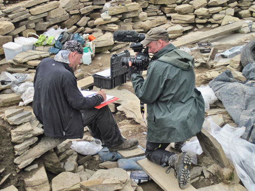 Mike is back after a few days away and returned to uncovering the bone spread in Structure Ten. Here he is being closely watched by BBC cameraman Ed.