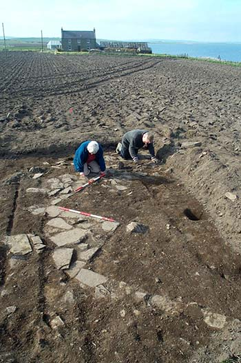 Carol Hoey and Gert Peterson reveals the corner of Structure One for the first time in millennia. (Sigurd Towrie)