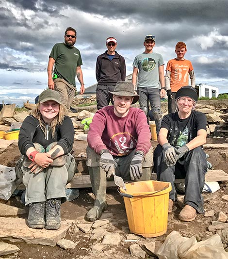 They tackled the remaining Structure Ten midden baulk and cleared it! Andy, Chris, Alexander, Travis, Sierra, Paul and Jenny.