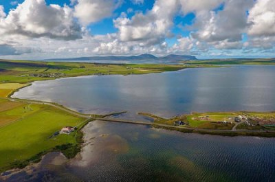 The Brig o' Brodgar from above with the Watchstone at the south-eastern end and the Ness of Brodgar complex to the north-west. (Scott Pike)