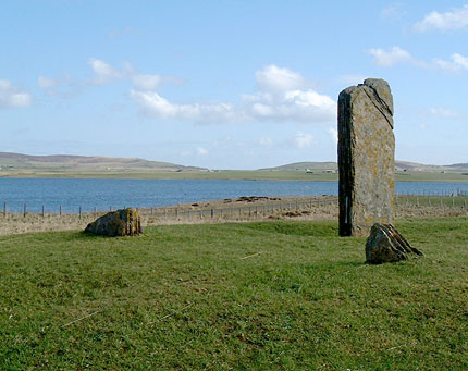 The Comet Stone and the two stone fragments, looking out towards the Harray loch. (Sigurd Towrie)