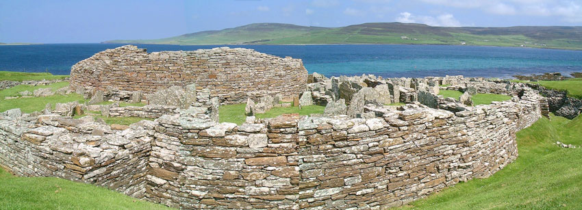 The Broch of Gurness, surrounded by the remains of the village outside its walls. (Sigurd Towrie)