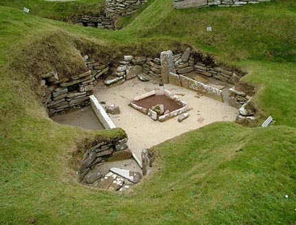 One of the early 'flimsy huts' at Skara Brae - the style of construction encountered at the Barnhouse settlement. (Sigurd Towrie)