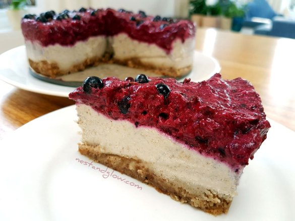 Blackcurrant Cashew Vegan Cheesecake Dreamcake