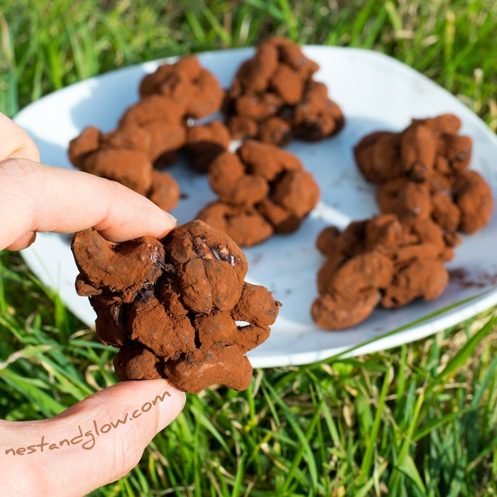 Cashew nut chocolate clusters
