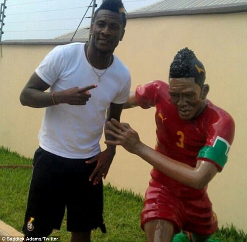Asamoah Gyan honoured with bizarre statue